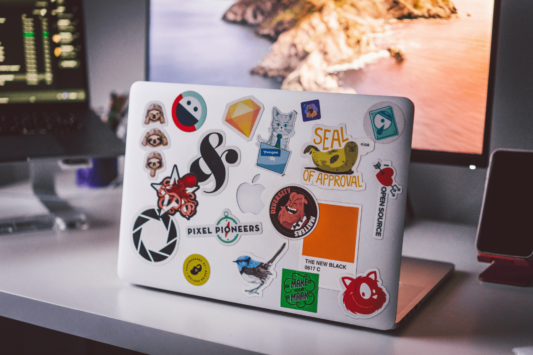 Mettlr-micro-learning-app-home-slider-laptop-stickers-2